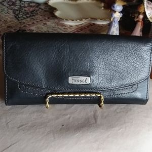 Fab Versatile Fossil Leather Wallet